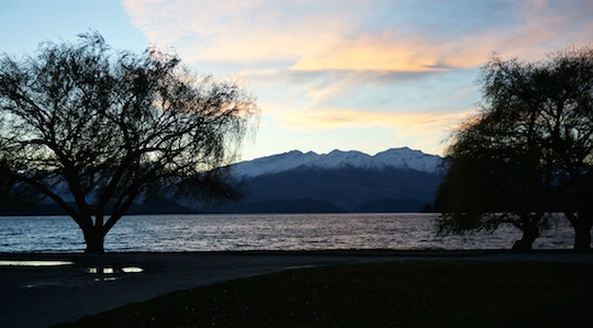 Sunset over Lake Wanaka, New Zealand - itinerary for the South Island