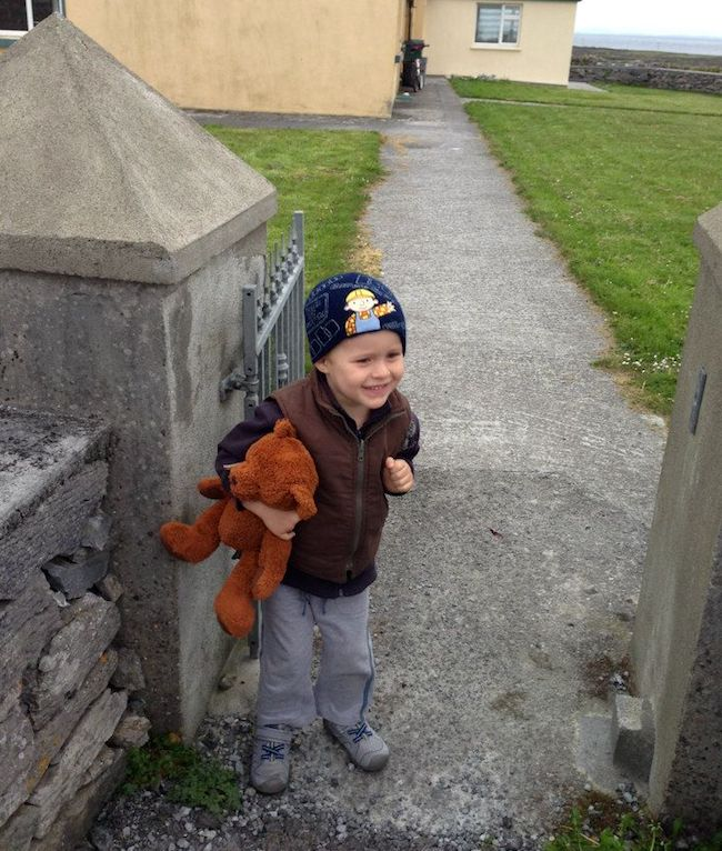 Travelling with kids - Jack the bear going sightseeing on Inis Meain