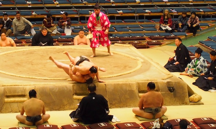 Definitely worth getting Osaka sumo tickets for action like this!